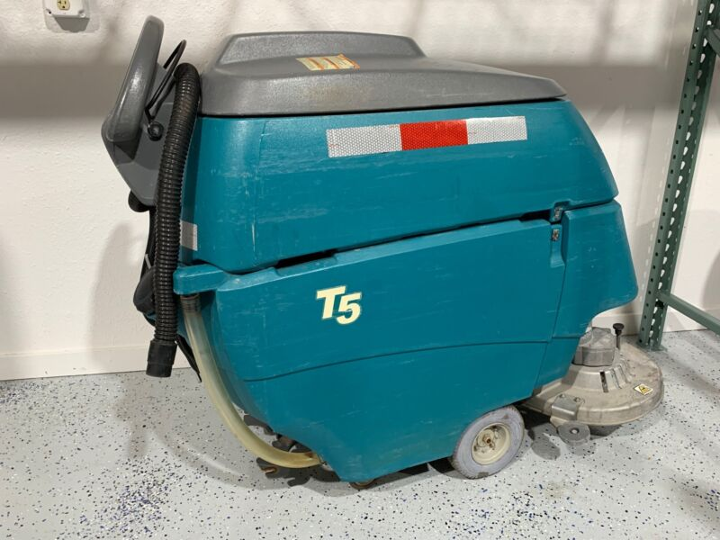 "Tennant T5 28"" Disk Scrubber 1254 Hours Built In Charger"