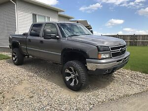06 lifted Chevy