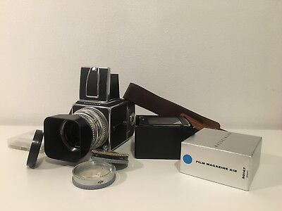Hasselblad 500CM Camera w Zeiss 80mm f/2.8 C Lens  Acute Matte D 42217 Film Back