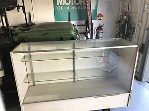 Glass cabinet Mulgrave Hawkesbury Area Preview