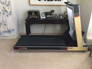 PRECOR 9.4sp Treadmill