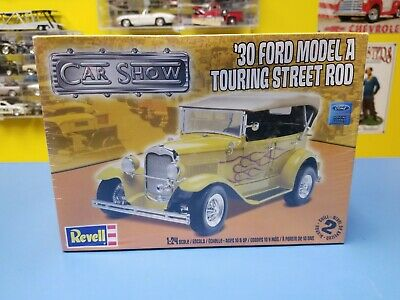 REVELL ''30 FORD MODEL A TOURING STREET ROD 85-4242