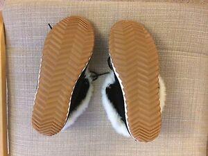 Women's Sorel slippers size 10,  London Ontario image 3