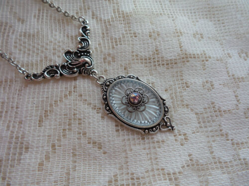 HANDMADE VINTAGE SUNRAY CRYSTAL FROSTED CAMPHOR GLASS NECKLACE PURPLE FIRE OPAL