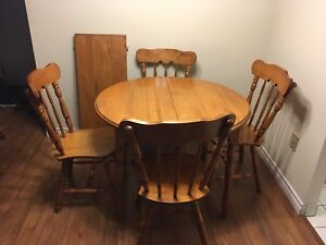Dining Room Set. Solid wood with 6 chairs  removable leaf $250