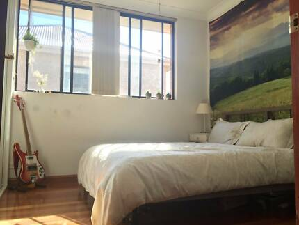 Room to rent in large, sunny, furnished house!