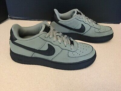 Youth Boys Nike Air Force 1 Low GS Shoes. Size 6Y. Good Condition!!!