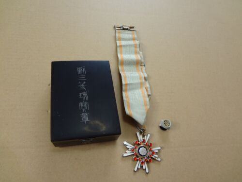 WW2 JAPANESE ARMY 3th Orders of the Sacred Treasure MEDAL badge army navy RARE 5