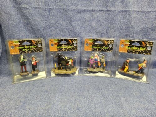 Lemax Spooky Town Lot RARE Spaceman And 2 Aliens! Vampire Zombie Leaky Bag...