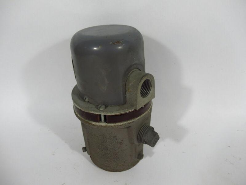 "Honeywell C7004B1002 Flame Rod Holder 2"" Pipe Mount USED"