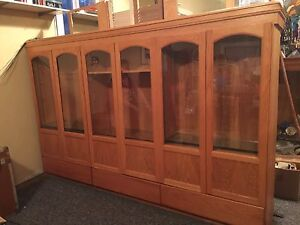 MUST GO -BEAUTIFUL SOLID OAK DISPLAY CASE