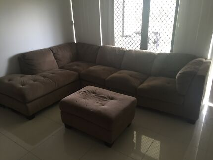 Corner couch with foot rest $300 Smithfield Cairns City Preview