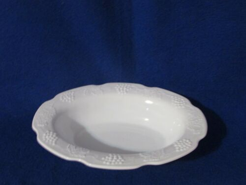 """1 INDIANA HARVEST GRAPE COLONY MILK GLASS 9 1/2"""" OVAL SERVING BOWL / BOWLS"""