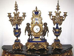 Antik Messing-Marmor Französische  Kaminuhr und Zwei Kerzenleuchter