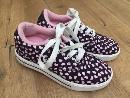 Girls Sz 3 Roller Shoes Skate Shoes Wheeled Sneakers