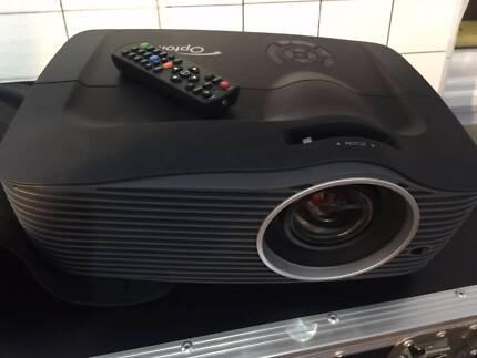 OPTOMA  EH501 5000Ansilumen DLP Projector