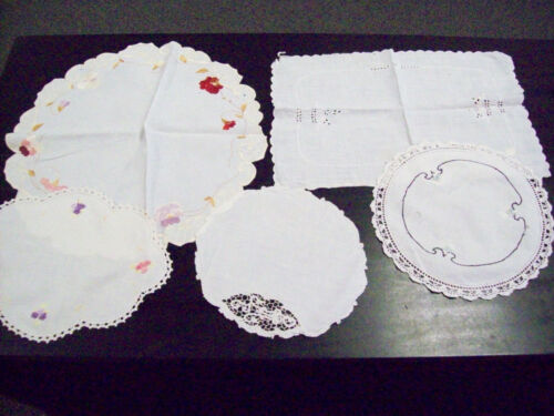 4 CIRCULAR DOLLIES AND 1 RECTANGLE - EMBROIDERED