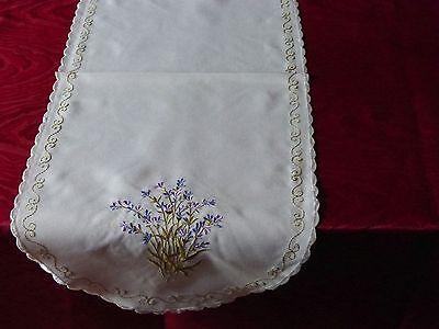 Tischdecke Decke Mitteldecke Läufer Lavendel Stickerei weiß oval ca 30 x 70 cm ()