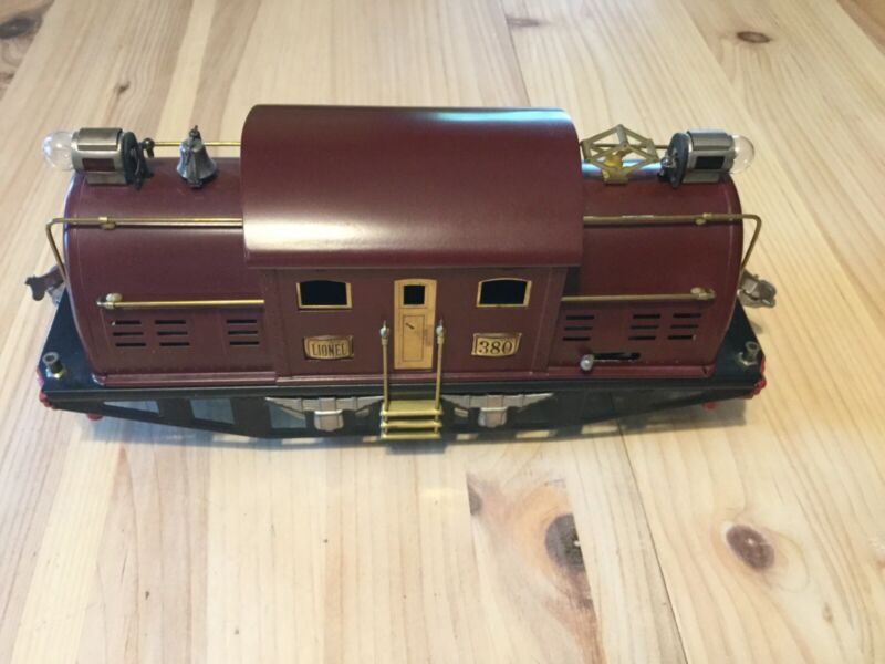 VINTAGE LIONEL TRAIN SET STANDARD GAUGE WITH #380 ENGINE AND 3 CARS