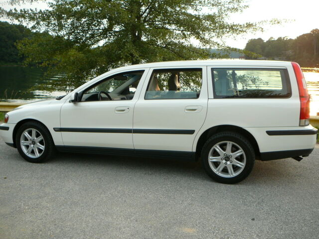 Volvo : V70 V70 2002 Volvo V70 Station Wagon FWD Clean Carfax New tires Excellent Conditon