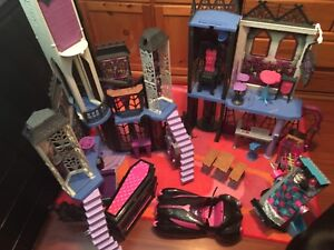 Monster high school and house dolls