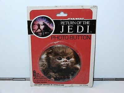 STAR WARS RETURN OF THE JEDI PHOTO BUTTON BABY EWOK 1983 ADAM JOSEPH IND.