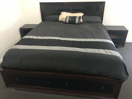 King Size 5 Piece Bedroom Suite in great condition