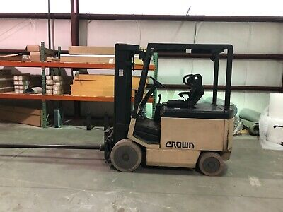Crown Lift Truck - 1997- 5000 Lb Capacity. Replaced Battery 2 Years Ago.