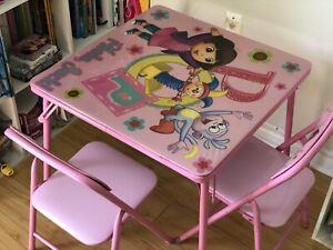 Dora Table and chairs