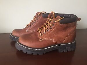 Selling size 6 Roots Tuff boots TRIBE