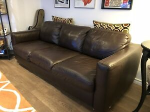 LEATHER QUEEN SIZE SOFA BED