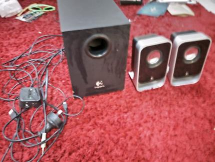 Logitech Computer /Iphone Speakers.  unreal Sound