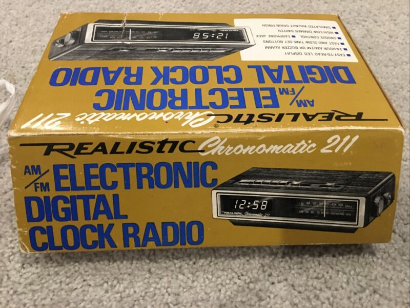 NOS VINTAGE REALISTIC CHRONOMATIC - 211 RADIO WITH ALARM CLOCK - WORKS