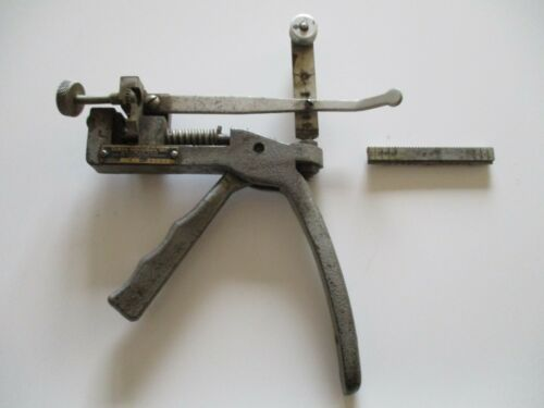 Vintage Curtis Industries Model 14 Key Cutter Eastlake Ohio with Insert