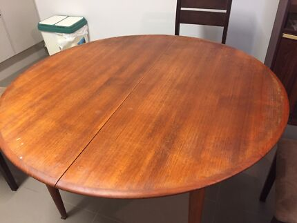 Parker original extendable dining table & 6 Matic chairs