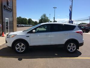 2015 FORD ESCAPE FWD LIKE NEW REDUCED TO $15800