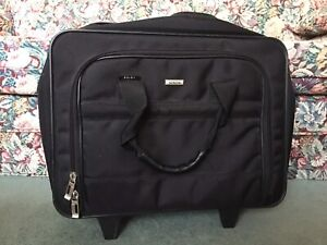 Like New SOLO Laptop Bag