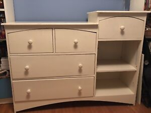 Large change table / dresser