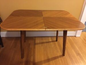 Vintage Late 1940's Art Deco Collapsable Table