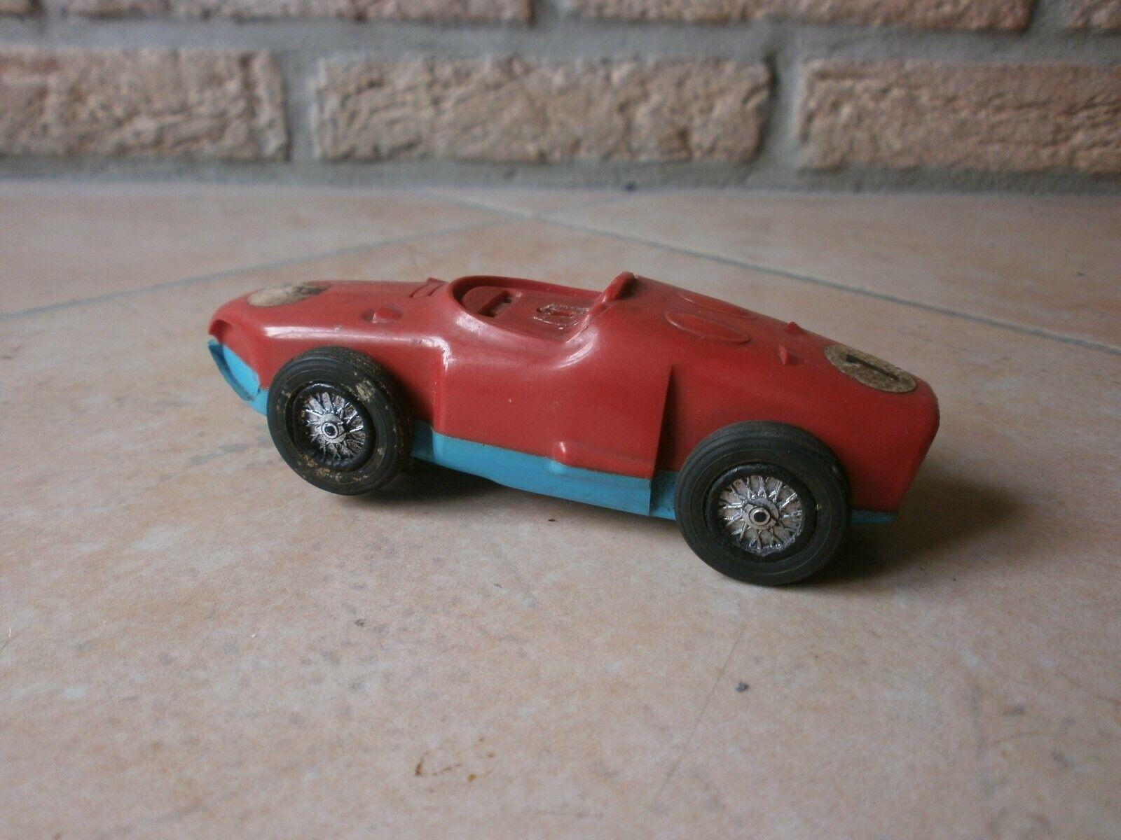 Rare cette voiture de course miniature pour circuit électrique made in france