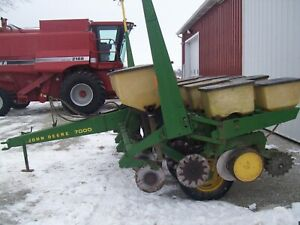 JOHN DEERE 7000 6 ROW CORN PLANTER NO-TILL, DRY FERT