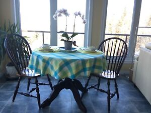 Table, round pedestal, 2 chairs