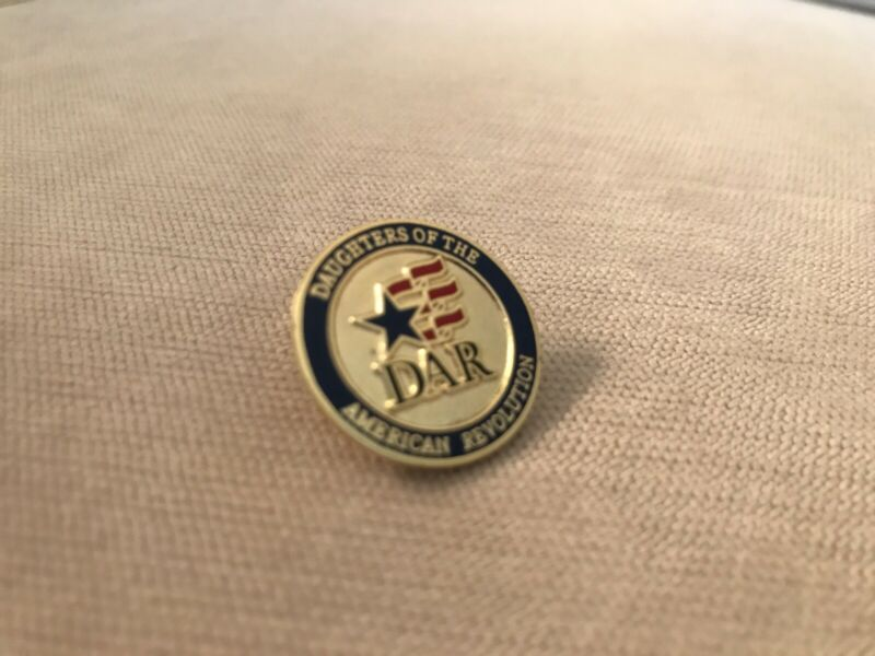 DAR Daughters of the American Revolution Round Logo Lapel Pin - NEW