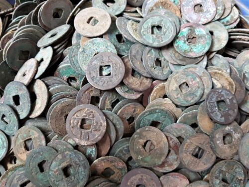Lot of 100 pieces ancient Chinese dug coins from Java, Indonesia