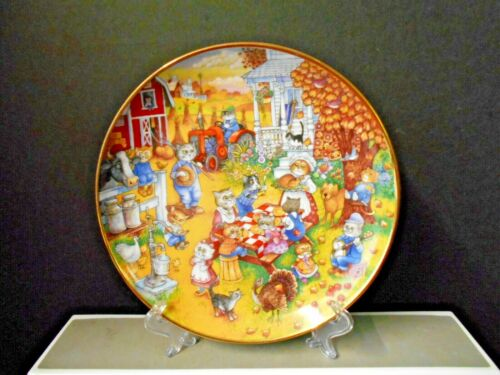 "Franklin Mint Bill Bell Decorative ""A Purrfect Feast"" Cat Plate 8 1/8"""