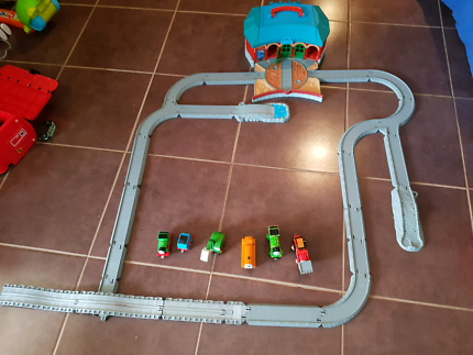 Thomas The Tank engine roundhouse with track