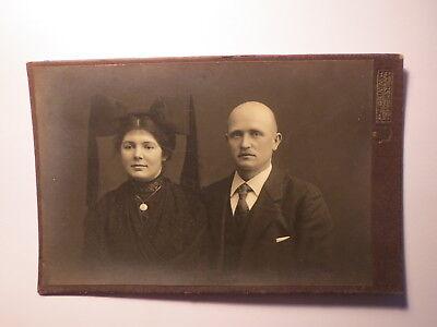Offenburg - Paar - Frau in Tracht ? & Mann mit Glatze - Portrait / KAB