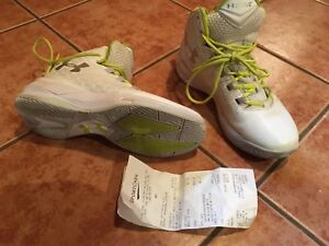 Under Armour - ladies basketball court shoe, size 9