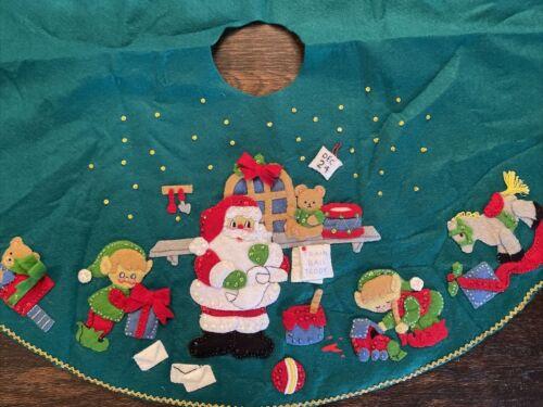"Vintage Christmas Eve Santa Elves Elf Workshop Felt Sequins Tree Skirt 32"""