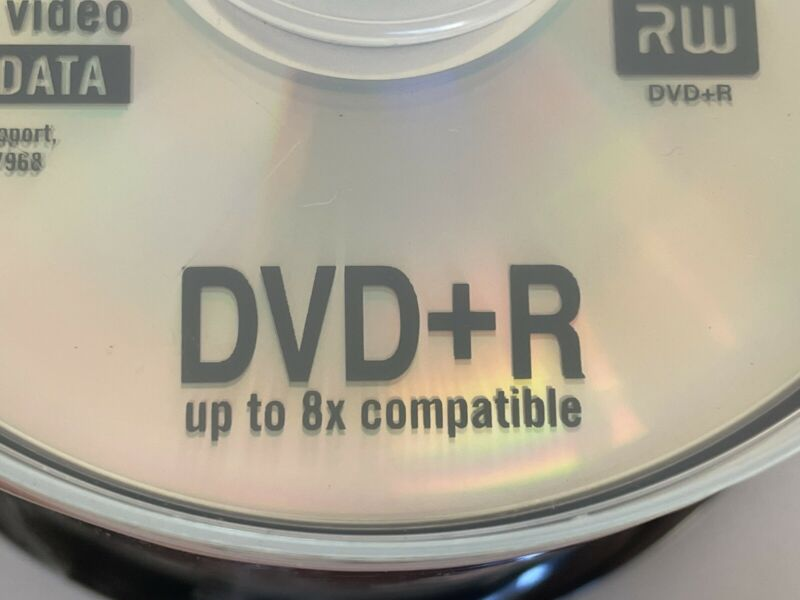 New STAPLES DVD+R Recordable Discs 8x Speed 120 Mins 4.7 Gb 50 Disc Spindle